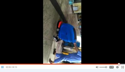 工厂水泥地面清洁,优尼斯L520BT手推式洗地机效果显著
