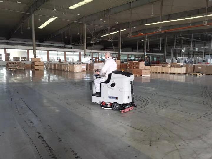 东风汽车使用优尼斯驾驶式洗地机U700-现场视频