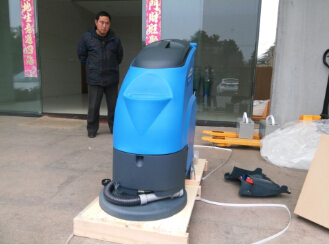 洛阳客户千里迢迢采购洗地机,优尼斯经得起距离的考验