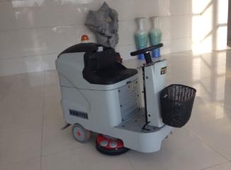 无锡银行清洁也用优尼斯驾驶式洗地机