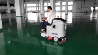 苏州泰仑电子首次合作便选择了优尼斯驾驶式洗地机