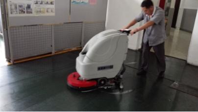 世嘉科技采购手推式洗地机要求高,优尼斯亲情携手相助