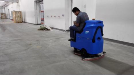 优尼斯为昆山启佳提供第四台驾驶式洗地机
