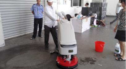 【吴江】老客户时隔一个月再次购买优尼斯手推式洗地机