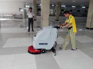 又一餐饮公司无锡政惠购买优尼斯手推式洗地机