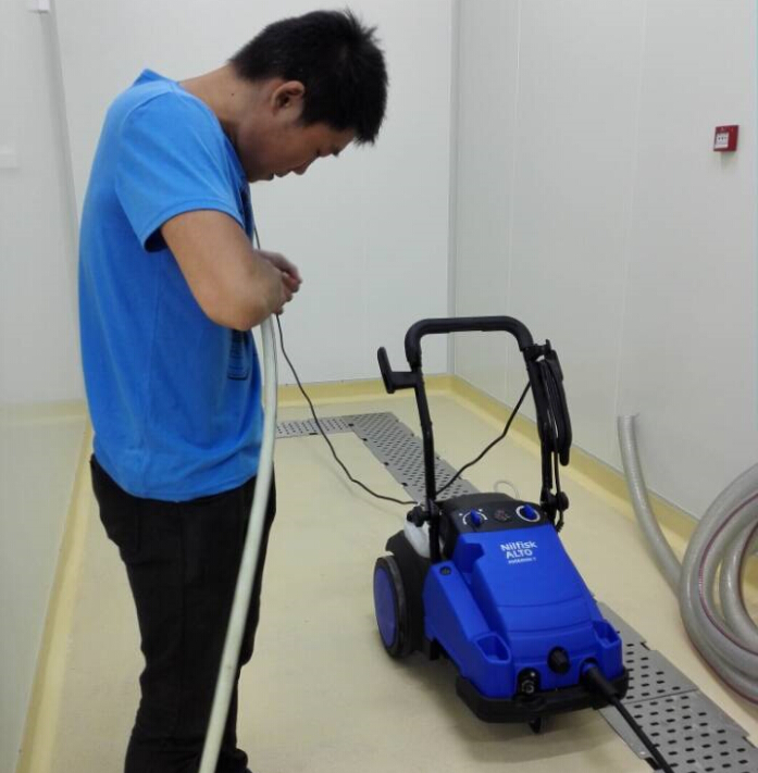 既进口手推式洗地机后又一台优尼斯高压清洗机入苏州驻维益食品企业