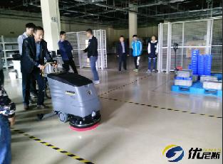 苏州某骨科医疗采购优尼斯洗地机清洁地面污垢