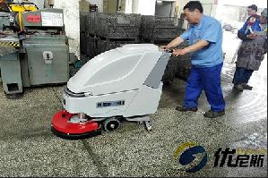 优尼斯L510B手推式洗地机   彻底解除金澜油污地面问题