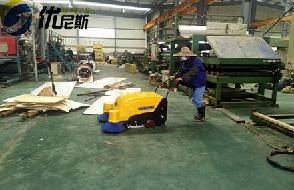 优尼斯进口手推式扫地机成为彩钢夹芯板企业不可缺少的清洁设备