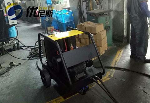 高温高压清洗机在智盛车间清洗零器设备