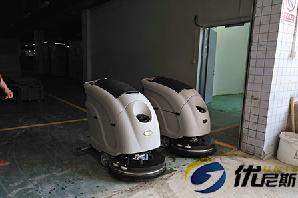 昆山群星包装再次采购两台优尼斯手推式洗地机