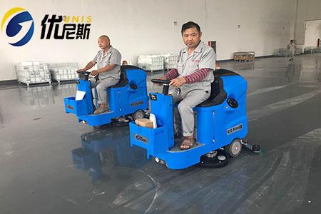 姑苏新型建材车间采购优尼斯两台驾驶式全自动洗地机