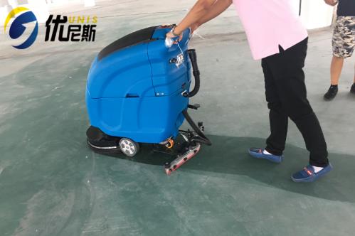 吴江纺织厂结缘优尼斯手推式洗地机