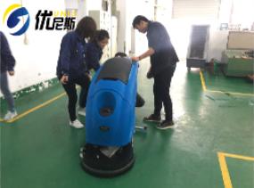 汉进源模具车间采购优尼斯手推式全自动洗地车