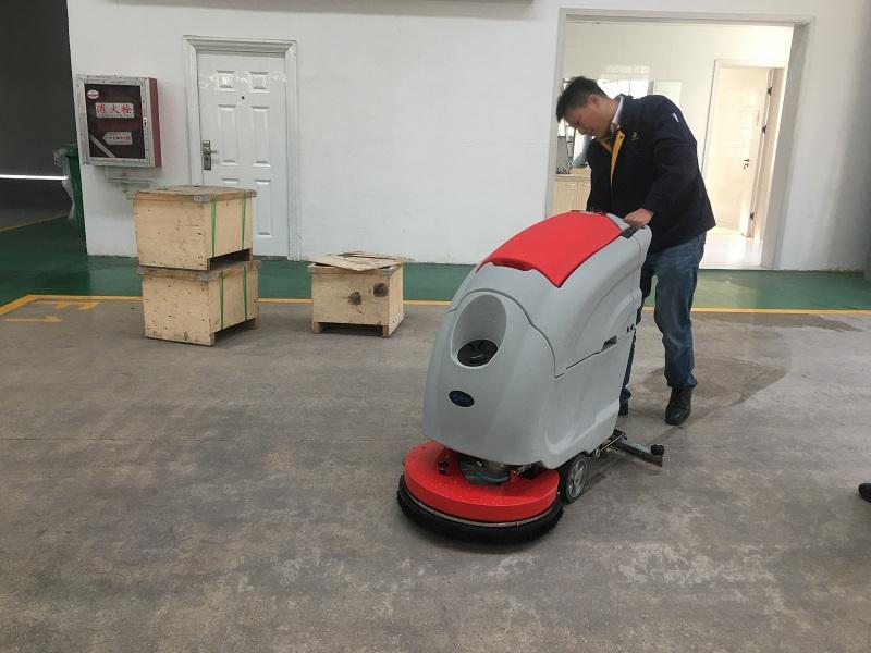 中油瑞德防腐科技偶遇优尼斯洗地机