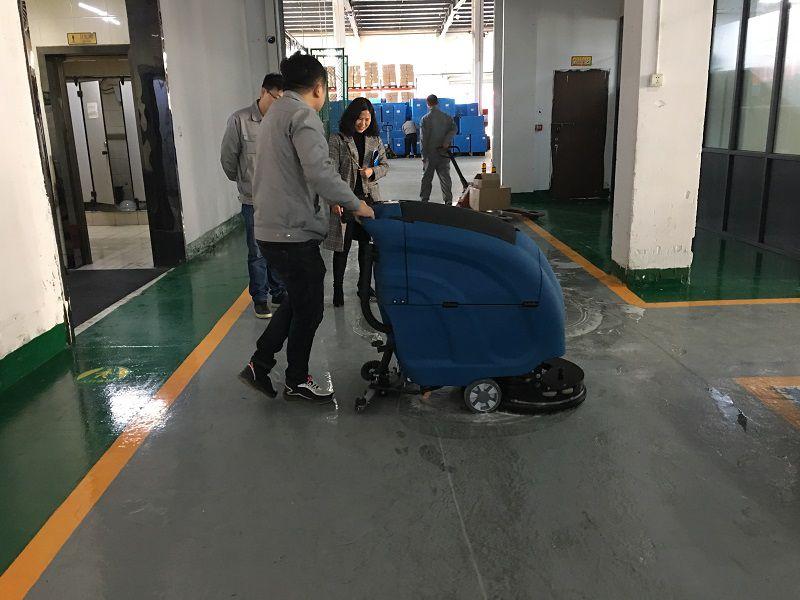 优尼斯全自动洗地机入驻苏州勇气模具厂