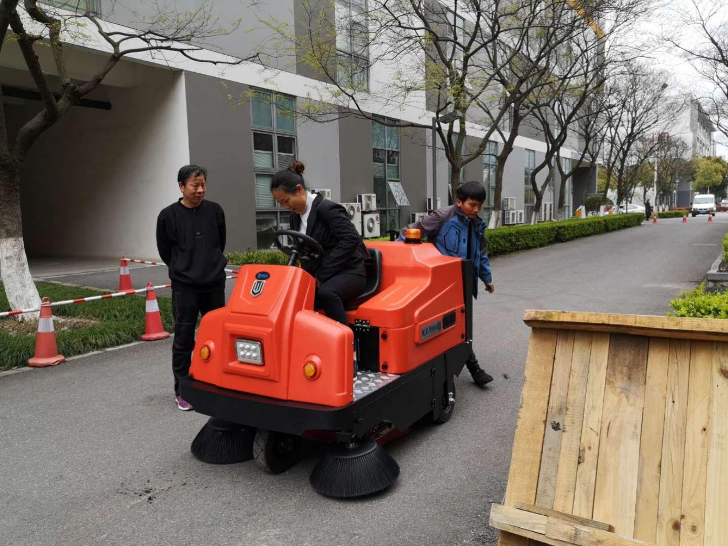 苏州独墅湖配备洗扫两台清洁车,做清洁从此无忧