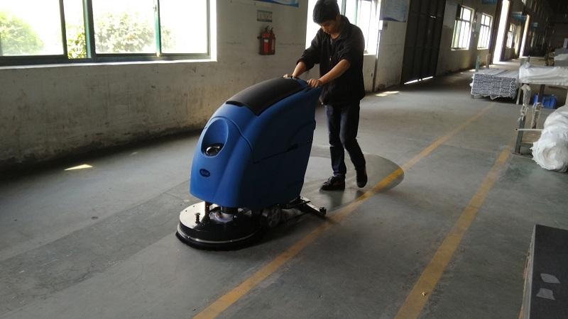 华尔美铝业选择优尼斯全自动洗地机