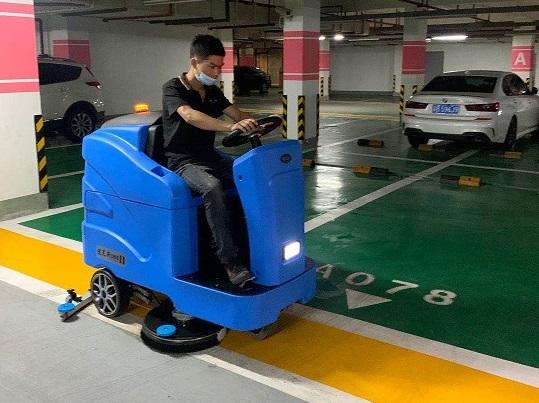 """豪华地下车库使用优尼斯""""大奔""""U900驾驶式洗地机"""