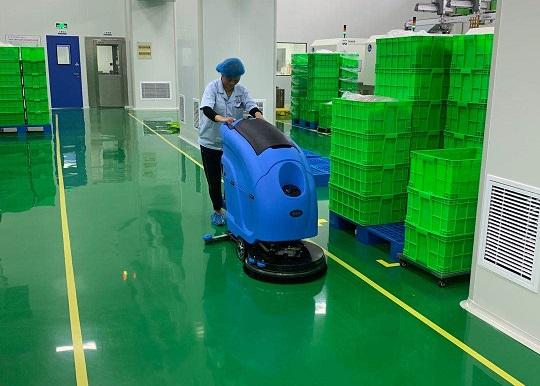 优尼斯全自动手推式洗地机L520BT入驻无锡特莱斯