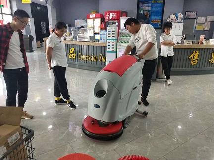 无锡乐易购超市新店续购优尼斯手推式洗地机