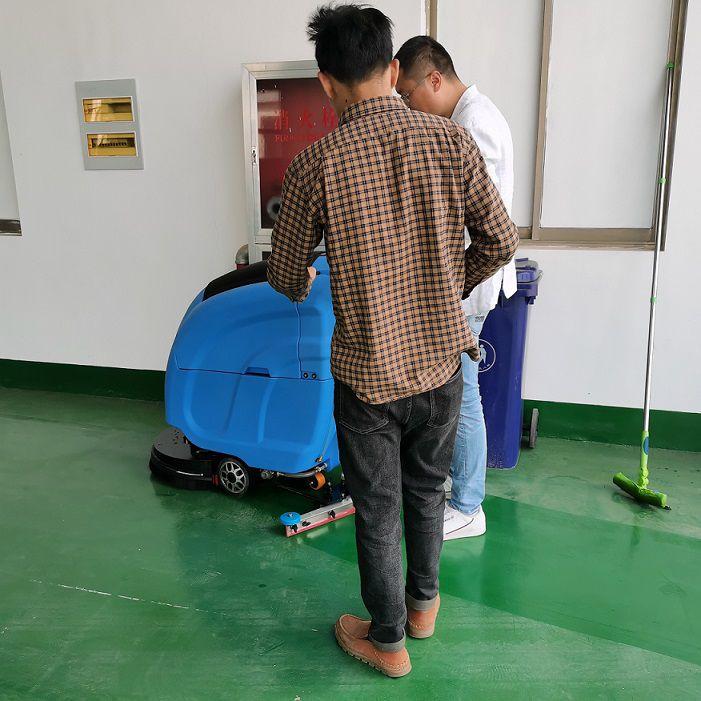 江苏通达汽车培训驾校选择优尼斯自走式L520BT无锡洗地机