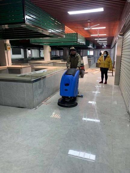 无锡新改造农贸市场用优尼斯手推式自走洗地机